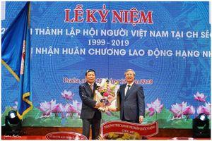 Tiến sỹ Nguyễn Duy Nhiên tái đắc cử Chủ tịch Hội người Việt tại Czech