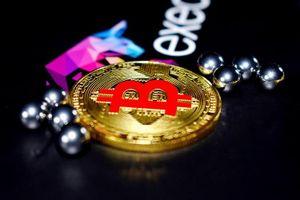 Bitcoin 'sụp đổ', thị trường rực lửa