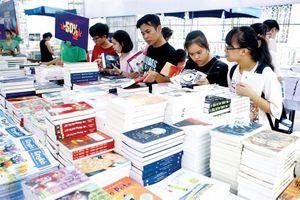 Tạo đà cho văn học trẻ phát triển