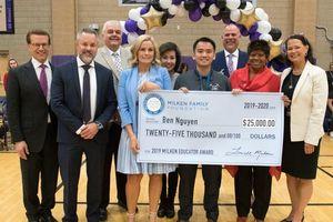 Thầy giáo gốc Việt đoạt giải thưởng ở Mỹ