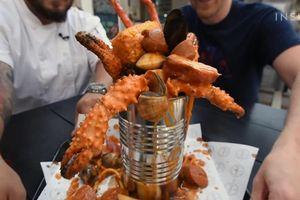 Nhà hàng Mỹ phục vụ hải sản trong lon độc lạ
