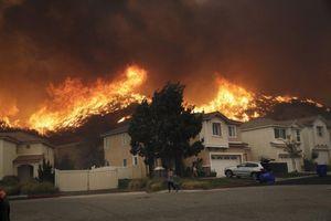 Mỹ: Cháy rừng dữ dội khiến hàng nghìn người phải sơ tán ở California