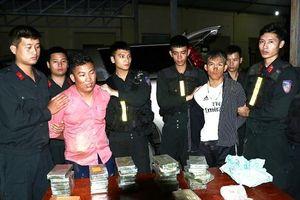 Bắt 2 thanh niên 9X táo tợn vận chuyển 30 bánh heroin và hơn 6.000 viên ma túy tổng hợp