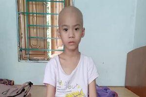 Xót xa bé gái 7 tuổi bị cắt bỏ một chân do mắc bệnh ung thư xương
