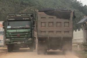 Tỉnh lộ 345 Quảng Ninh oằn mình đỡ xe 'hổ vồ'
