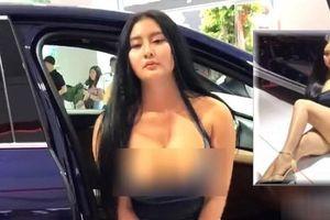 Xuất hiện Can Lộ Lộ phiên bản Việt: Hồn nhiên đến Motor Show nằm quằn quại, cố tình lộ hàng dù không được mời
