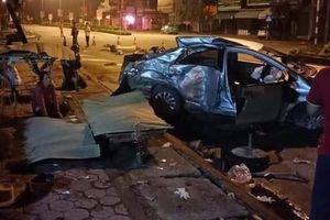 Kinh hoàng giây phút xe khách tông nát xe con, 4 người thương vong