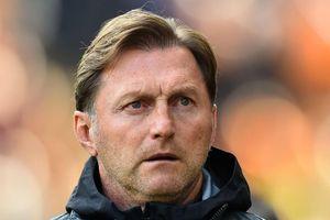 HLV Southampton xin lỗi cổ động viên sau trận thua 0-9