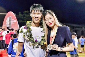 Bạn gái cầu thủ CLB Hà Nội đáp trả khi bị nói làm màu, thích nổi tiếng