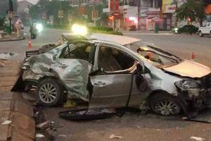 Xe khách tông ô tô 4 chỗ, 3 người chết, 1 người nguy kịch