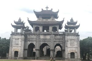 Bí mật nhà thờ đá gần 130 tuổi 'độc' nhất Việt Nam