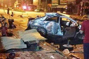 Xe khách tông nát ô tô con, 3 người chết, tài xế nguy kịch