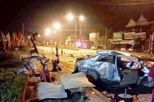 Tai nạn thảm khốc ở Nghệ An: Xe khách tông taxi, 3 người tử nạn