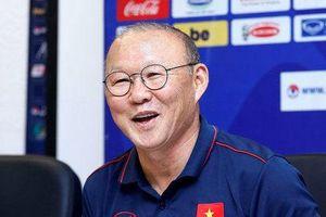 Báo Hàn Quốc: 'HLV Park Hang Seo thiệt thòi so với ông Akira Nishino'