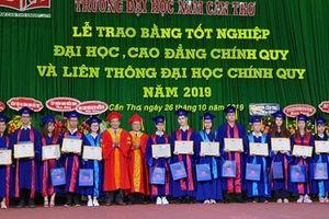 Trường Đại học Nam Cần Thơ trao bằng tốt nghiệp cho 860 tân khoa