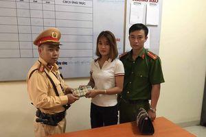 Nhặt được ví tiền, Thiếu tá CSGT chủ động tìm người bị mất