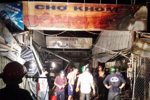 Cháy rụi 16 quầy hàng ở chợ Sông Đốc