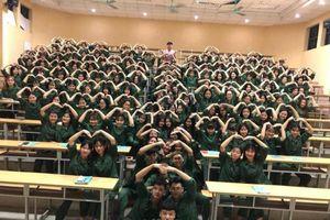 Trend mới siêu 'lầy' của học sinh khi tham gia vào kỳ quốc phòng