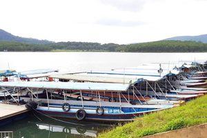 Buộc tháo dỡ, di dời hàng chục bè nổi tại di tích quốc gia hồ Tuyền Lâm