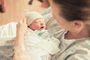 Mẹ đã biết 'lịch trình bận rộn' trong 24h đầu tiên sau khi bé chào đời?