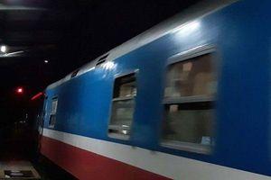 Phi xe máy qua đường sắt, người đàn ông bị tàu hỏa tông văng cả chục mét