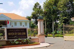 Nguyên Chánh văn phòng huyện bị tố 'vụng trộm' với vợ bảo vệ