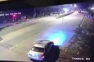 Hãi hùng xe khách phóng như 'tên lửa' đâm nát taxi khiến 3 người tử vong tại chỗ