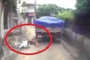 Người phụ nữ thoát chết khi ngã vào bánh xe ben