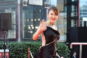 Mỹ nhân 'Chân Hoàn truyện' diện váy hở lưng gợi cảm
