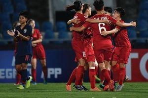 CĐV Thái Lan chán nản khi đội nhà để thua Việt Nam ở giải châu Á