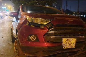 Danh tính nữ tài xế lái Ford Ecosport tông dải phân cách, cả nhà thoát chết