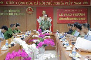 Trao thưởng cho các đơn vị phá nhiều vụ ma túy lớn ở Hà Tĩnh