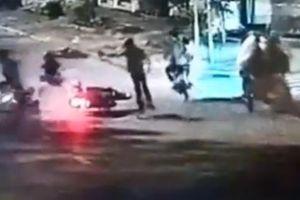 Thiếu niên 15 tuổi cùng anh trai xịt hơi cay cướp xe máy