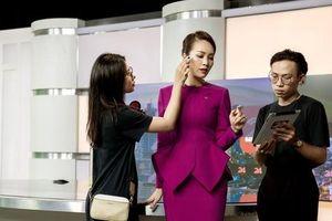 Á hậu Thụy Vân tiết lộ lý do không được phép mặc đồ hở trên VTV