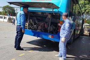 Hà Nội kiểm tra đột xuất tiêu chuẩn khí thải với ô tô kinh doanh vận tải
