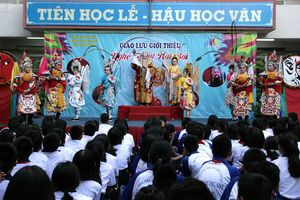 Sân khấu học đường vào mùa