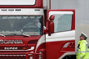 Vụ 39 người chết trên xe tải ở Anh: Thùng container không được làm lạnh?