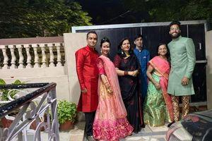 Võ Hạ Trâm đẹp xuất sắc khi làm nàng dâu Ấn Độ ở quê chồng