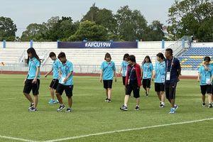 U19 nữ Việt Nam làm quen sân đấu, sẵn sàng gặp U19 nữ Triều Tiên