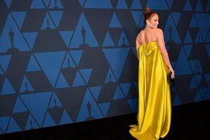 Jennifer Lopez quyến rũ với đầm vàng thanh lịch sau tuyên bố sắp kết hôn