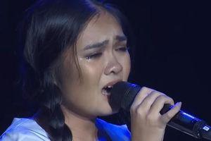 Thiện Nhân hát 'Đèn khuya' khiến Cẩm Ly nghẹt thở