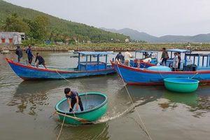 Phú yên chạy đua với bão số 5, vẫn còn hơn 1.000 người trên các lồng bè