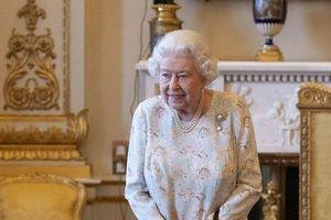 Bất ngờ với thói quen giản dị của Nữ hoàng Anh dù sống trong cung điện hơn 700 phòng