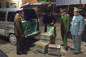 Ngăn chặn kịp thời 480 chai bia nhãn hiệu Tsing Tao và 480kg mỳ ống dạng thanh nhập lậu