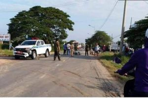 Va chạm với ôtô CSGT, người phụ nữ bị thương nặng