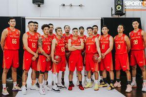 Đội tuyển bóng rổ Việt Nam rạng ngời trong buổi chụp hình ra mắt đồng phục thi đấu SEA Games 30
