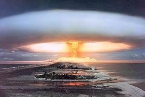 Vì sao không dùng bom nguyên tử thổi bay các cơn bão?