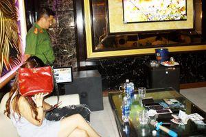 Cho khách mở tiệc ma túy, quản lý quán karaoke bị khởi tố