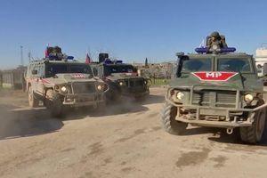 Quân cảnh Nga dùng xe siêu hạng tuần tra cùng Thổ