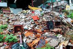 Quản lý yếu kém, bãi sông Hồng thành bãi rác